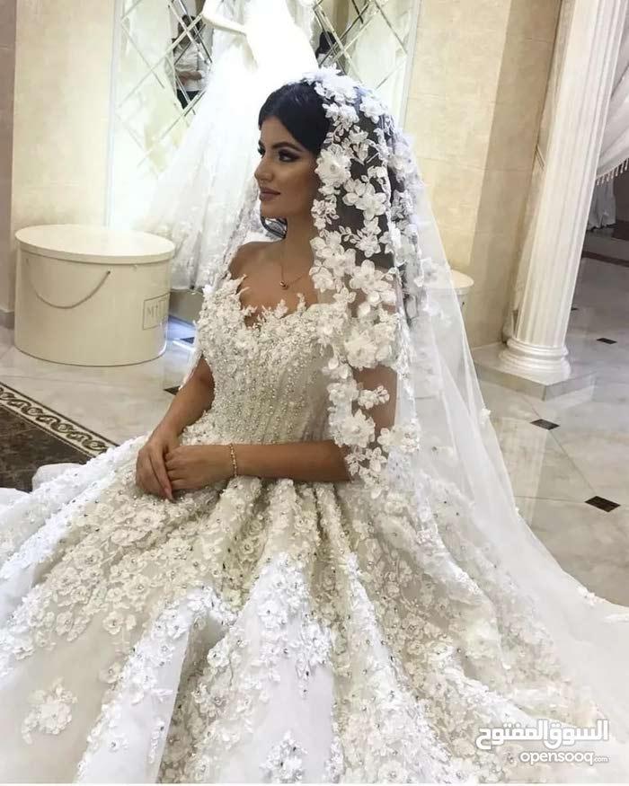 عرض مؤقت لفستان زفاف ملكي