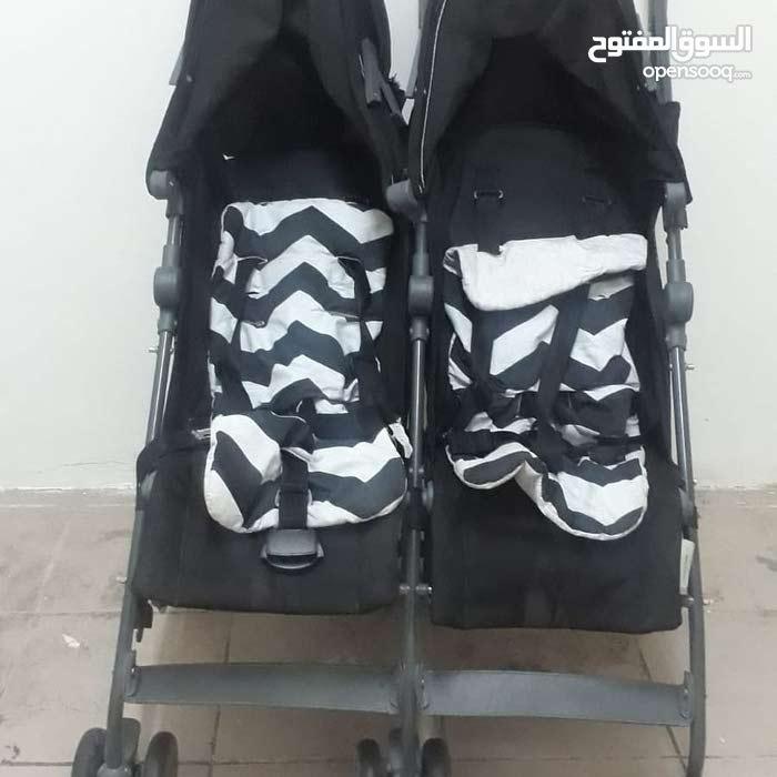 عربه اطفال للتوأم بحاله ممتازة مستخدمه شهر فقط سهله جدا للاستخدام