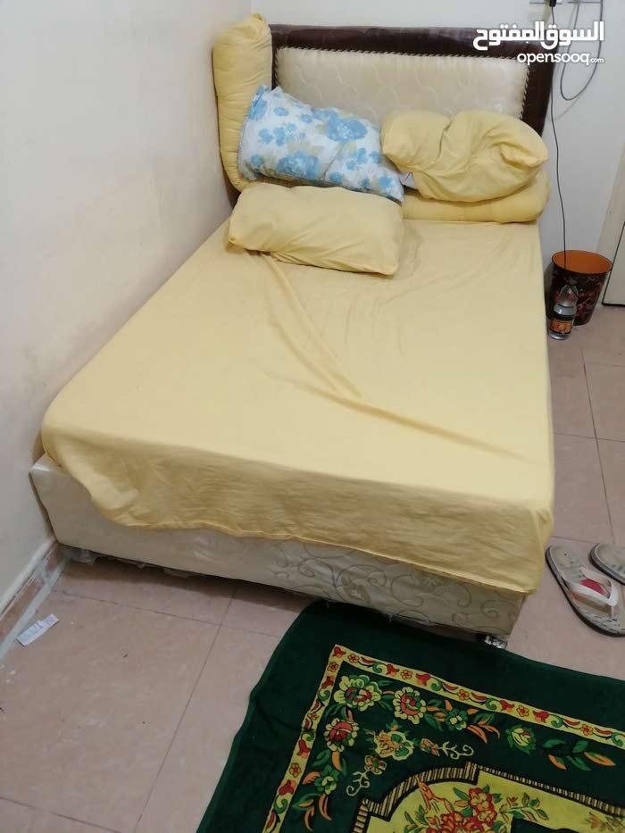 سرير مع المرتبه