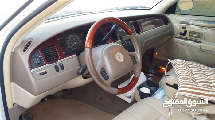 Lincoln Town Car car for sale 2003 in Sohar city