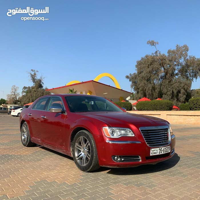 Maroon Chrysler 300C 2013 For Sale - (100603612)
