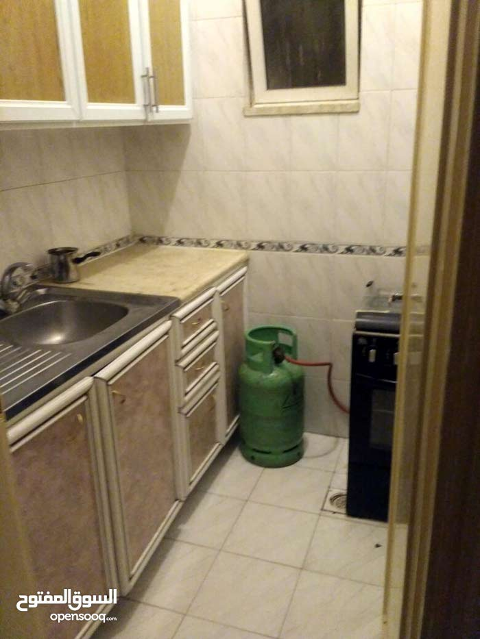 غرفتين و صالة و مطبخ و حمام خلف الجامعة الأردنية من المالك مباشرة