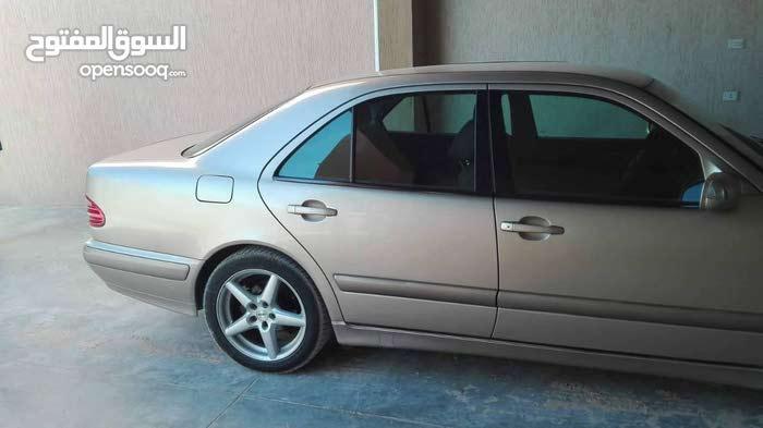 مرسيدس E200 موديل 2002