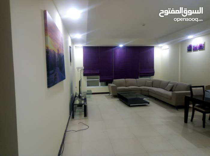 شقق للإيجار ( 560 BD)  مع 30Bd EWA،  منطقة الجفير عبارة عن 2 غرفة ماستر   و