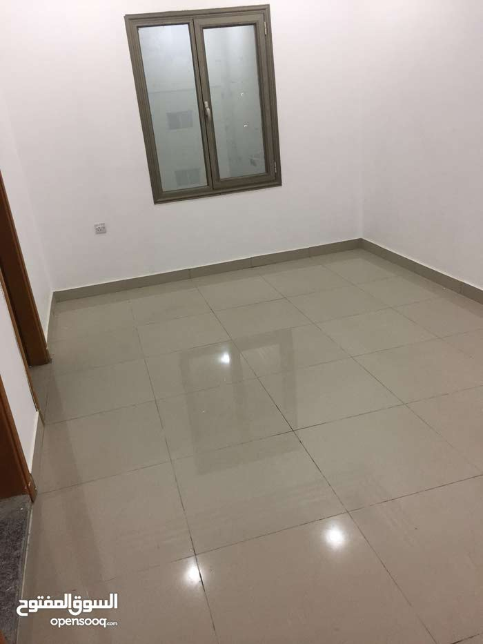 شقه لإيجار غرفه وصاله ب230دينار تليفون 67772657بقرب مطافي الدائري الرابع شارع بغداد