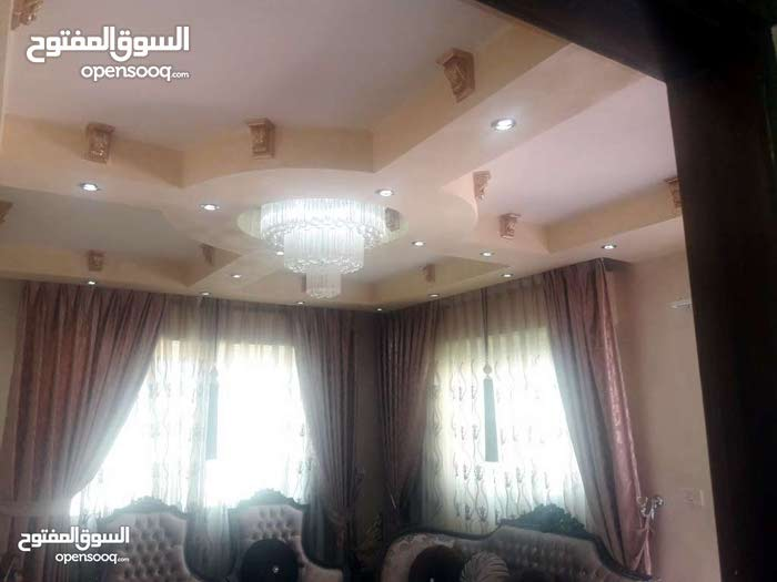 الحي  الشرقي-قرب دوار  الدره -شقه ط4(186)م-هاي ديلوكس-حديثه-مصعد