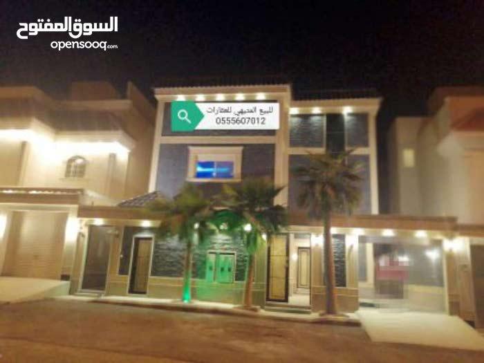 للبيع فيلا مساحة 385درج داخلي وشقتين شمال الرياض مع قبو ومسبح