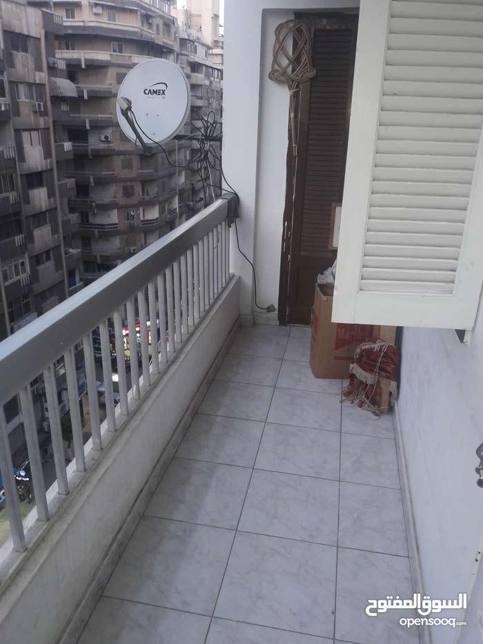 شقة للبيع بميامي الدور التاسع علي عبد الناصر الرئيسي واجه بحريه