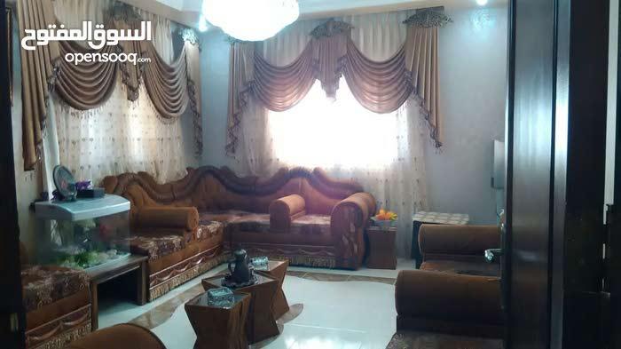 مادبا منطقه منجا منزل مستقل قريب على جميع الخدمات بعيد عن الشارع الرئيسي 250