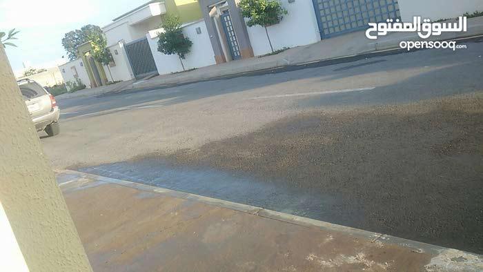 عين زارة اربعة شوارع بعد منتزه الهابي لاند