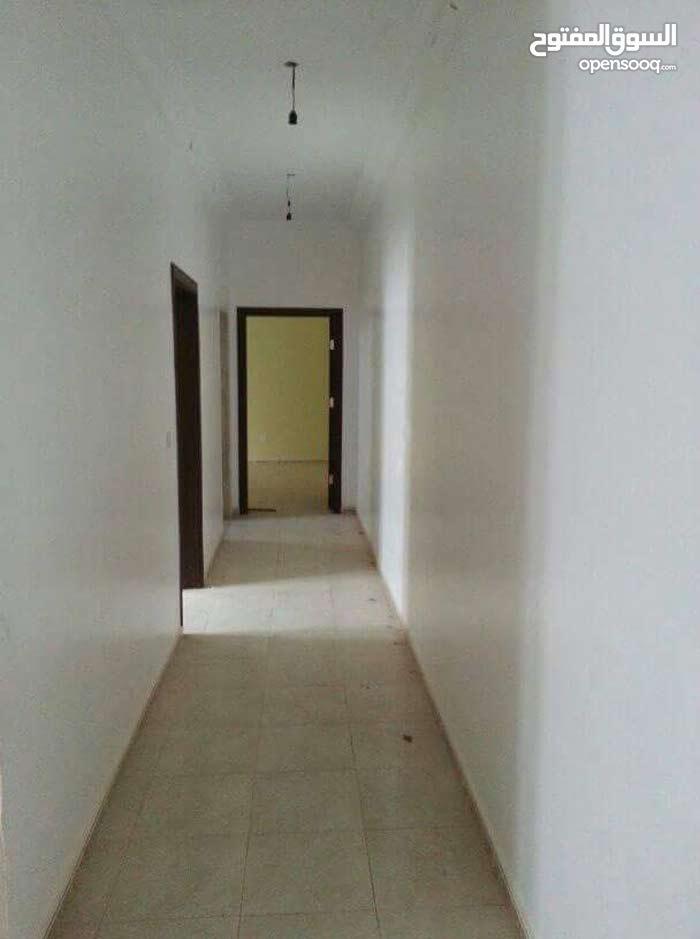 شقة في شبنة بجوار عيادة المدينة