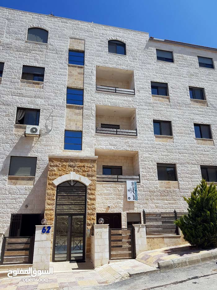 apartment in 120 is available for rent