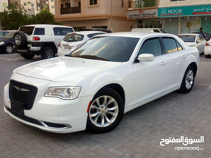 For sale Chrysler 300C car in Sharjah