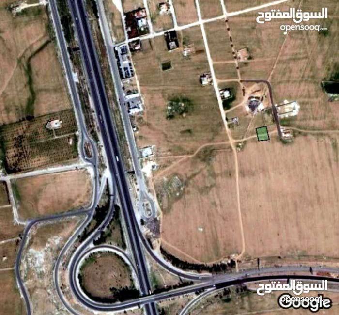 للبيع أرض مميزة في القسطل تصلح لبناء فيلا