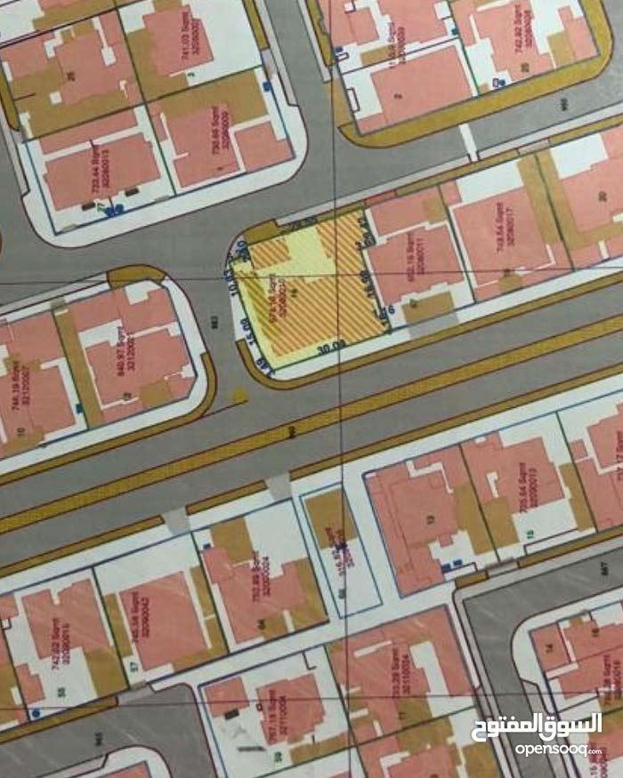للبيع ارض تجاريه على ثلاثه شوارع