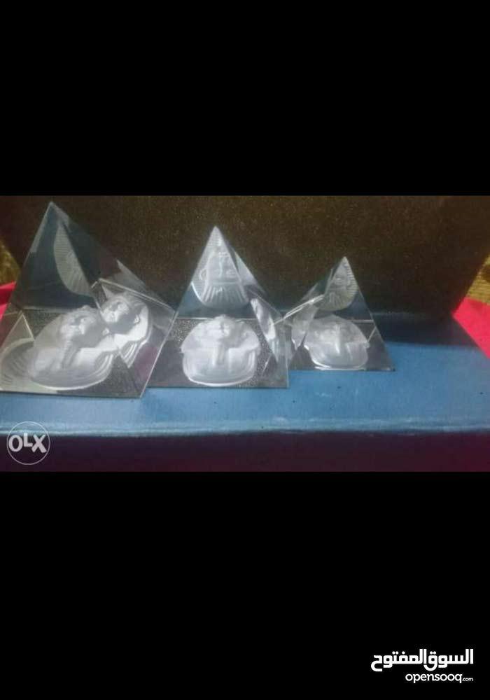 ثلاث اهرامات كريستال عصفور