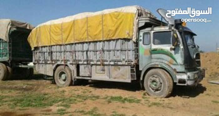 سيارة شحن سورية مستعدة لنقل البضائع مختلف انواعها من سوريا للاردن وبلعكس