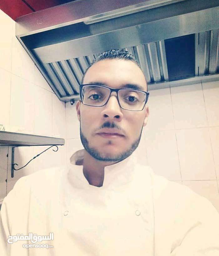 أنا طباخ أبحث عن عمل