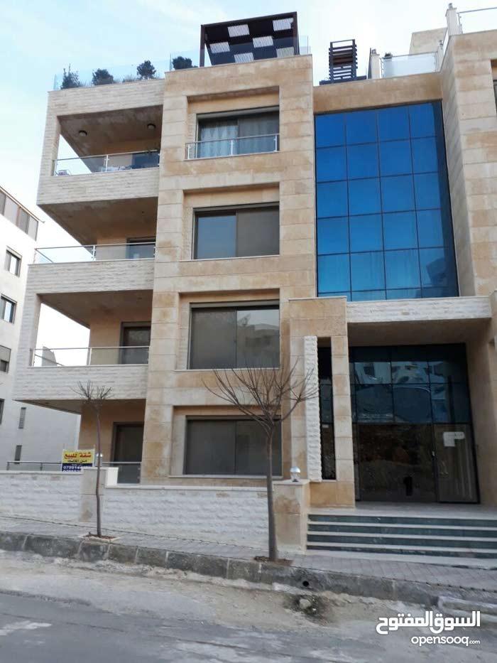 شقة أرضية معلقة 300 م في دير غبار