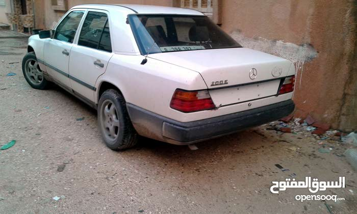 Used condition Mercedes Benz E 200 1989 with +200,000 km mileage