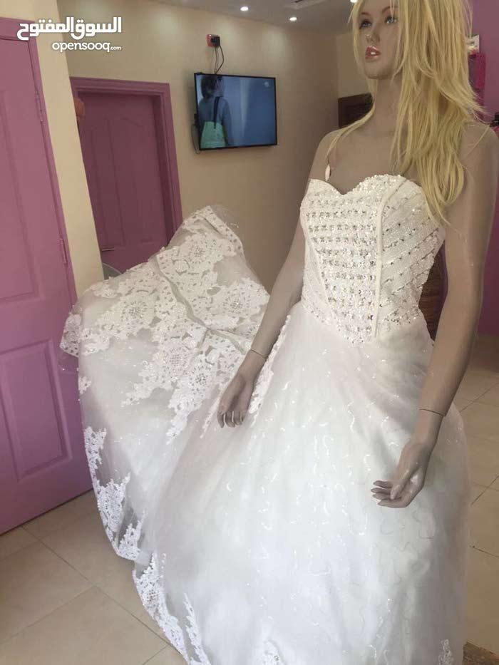 مطلوب شريك بمبلغ 25000 درهم لجلب فساتين زفاف وسهرات بقيمه 60000 دولار