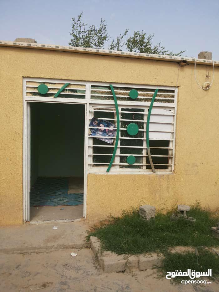 بيت تجاوز للبيع يبعد عن الامام الحسين عليه السلام 2كيلو متر وعلى طريق المشا700 م