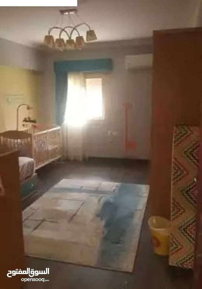 شقة 215م للبيع بملتقى العربي - مساكن شيراتون