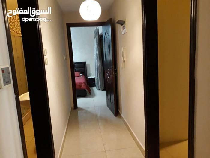 شقة  مفروشه وفاخرة في عبدون  مقابل تاج مول خلف البلو فيج للايجار السنوي  BBB