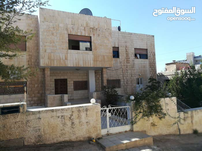Swelieh apartment for rent with 3 rooms