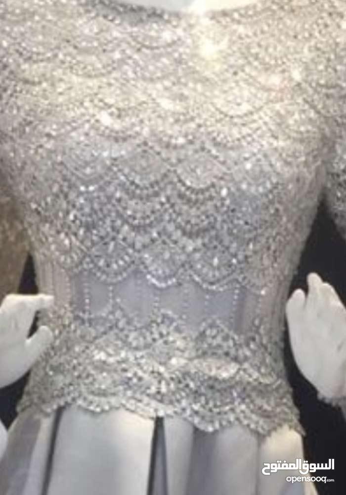 فستان تم ارتداه مره واحده فقط للبيع