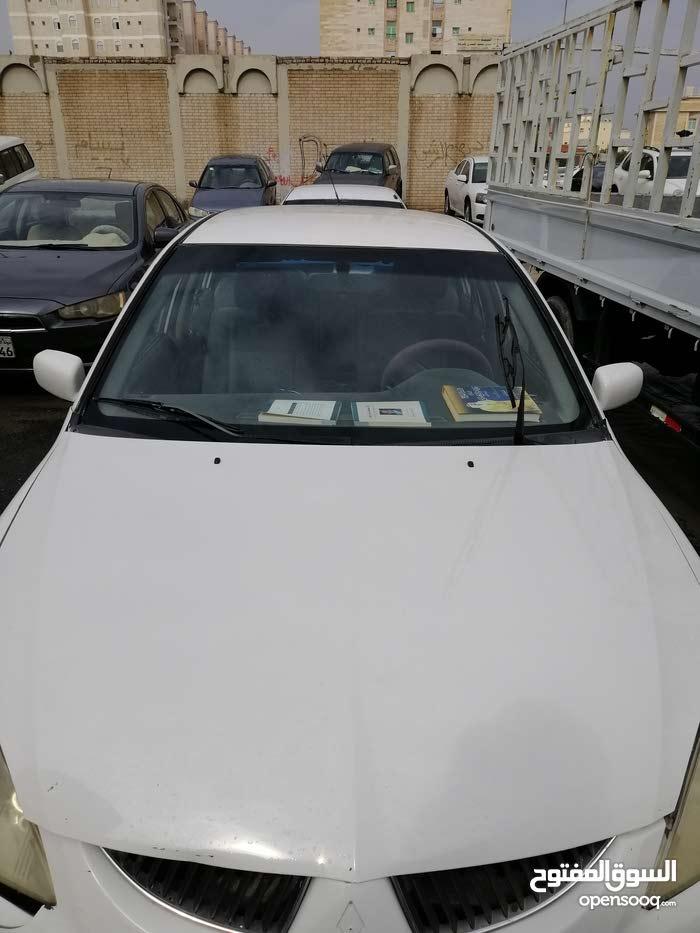 ميتسوبيشي لانسر 2004 اللون أبيض للبيع