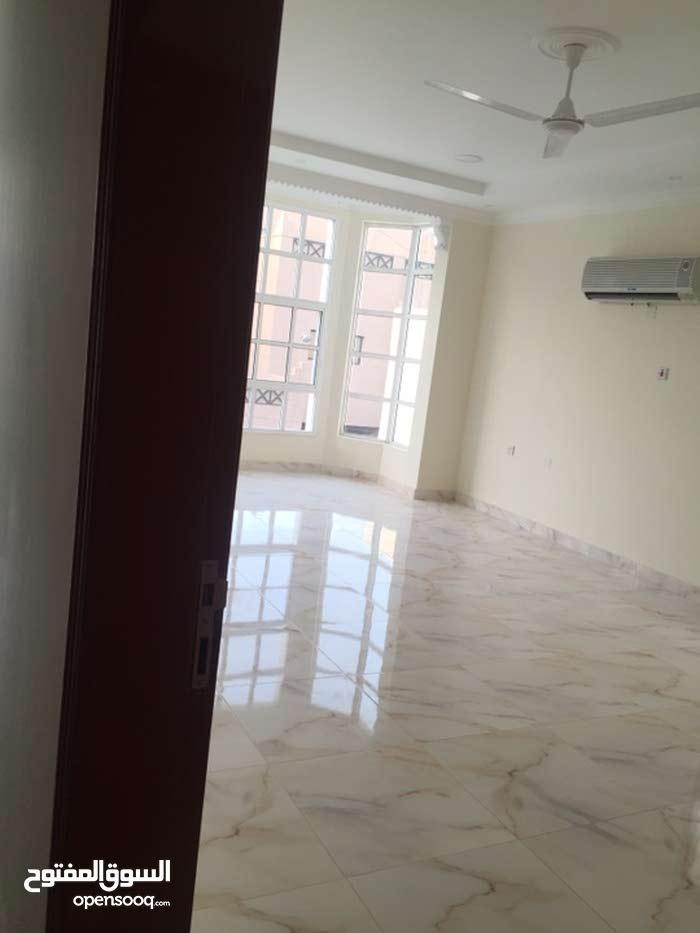 شقة كبيرة للإيجار في عراد