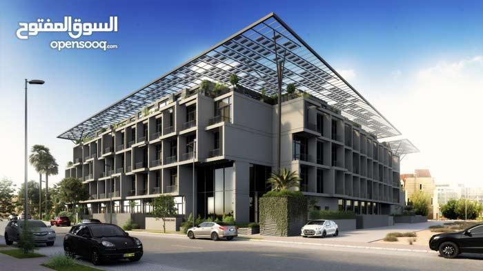 حقق أعلى عائد ربح   تصميم رائع  ملعب أسكواش  أول مبنى يعمل بالطاقة الشمسية بقلب دبى