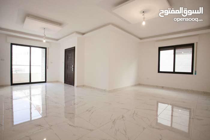 شقة طابقية فاخرة  150 متر مربع في بناية مكونة من 6 شقق فقط في ام زويتينة