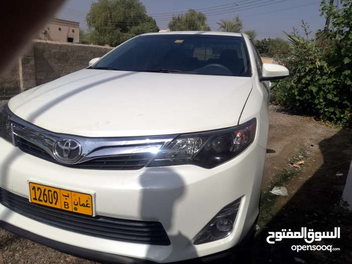 Toyota Camry car for sale 2014 in Saham city
