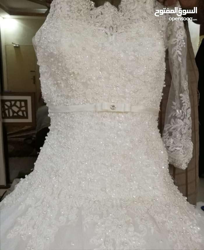 فستان اعراس مع جميع اكسسوارت