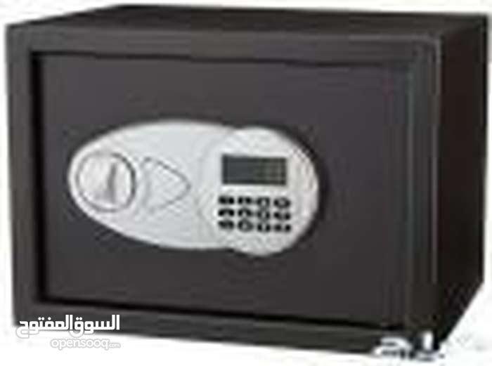 خزنة الكترونيه برقم سري ومفتاح مع شاشه صغيره موديل رقم EA25