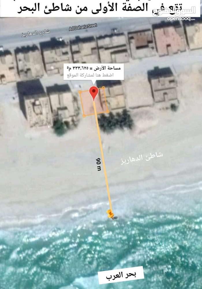 أرض صفه أولى على شاطى البحر على الرمل بالدهاريز