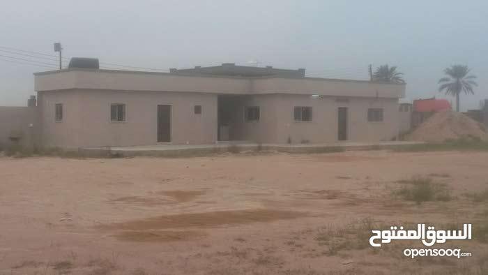موقع به استراحتين مساحته 5000 متر للايجار قبل فتحة مصنع النسيم على طريق النقل الثقيل