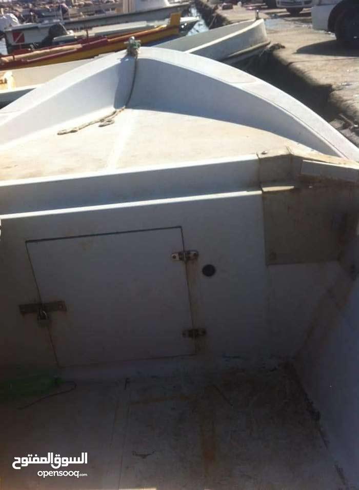 قارب فايبر طوله 7.30