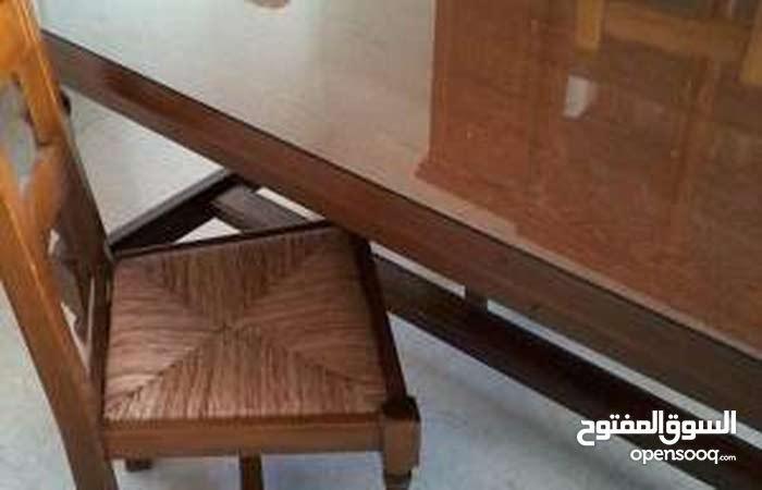 طاولة و 6 كراسي و خزانة