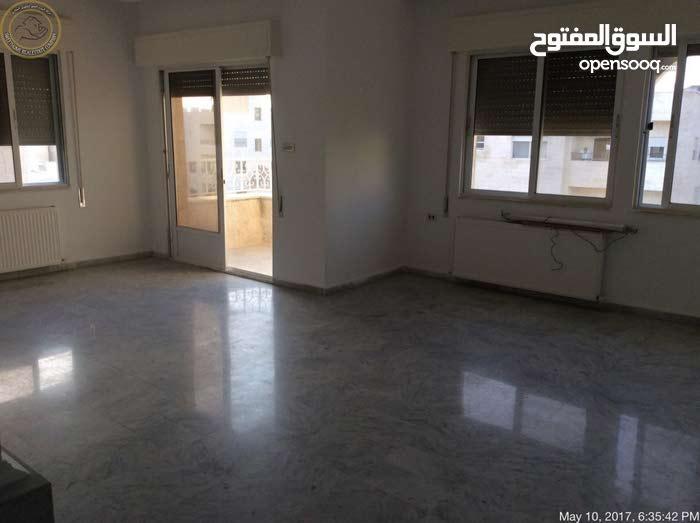 شقة مميزة للبيع في الجندويل طابق ثالث 170م بسعر 85000
