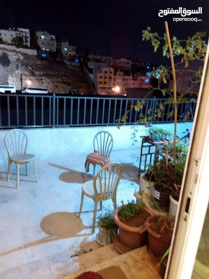 شقة شبه ارضية للبيع في جبل اللويبدة بجانب مسرح عمون