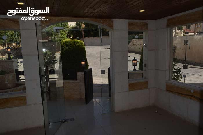 شقة أرضية فارغة في عبدون للإيجار