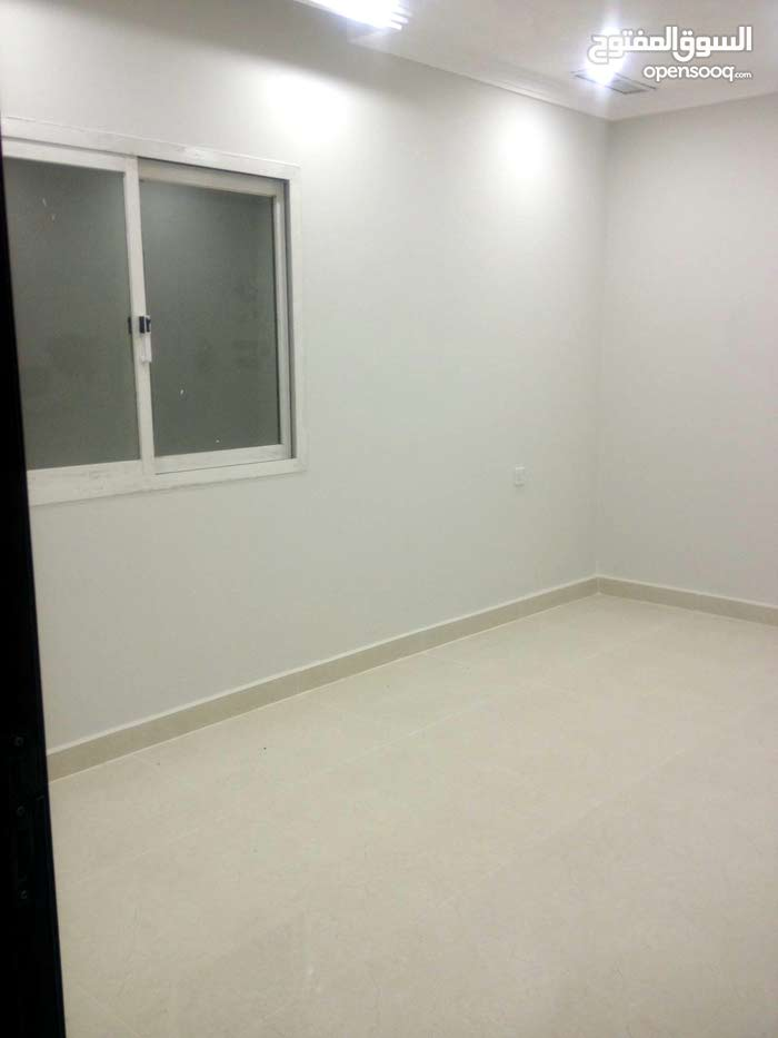 First Floor  apartment for rent with 3 rooms - Hawally city Salwa