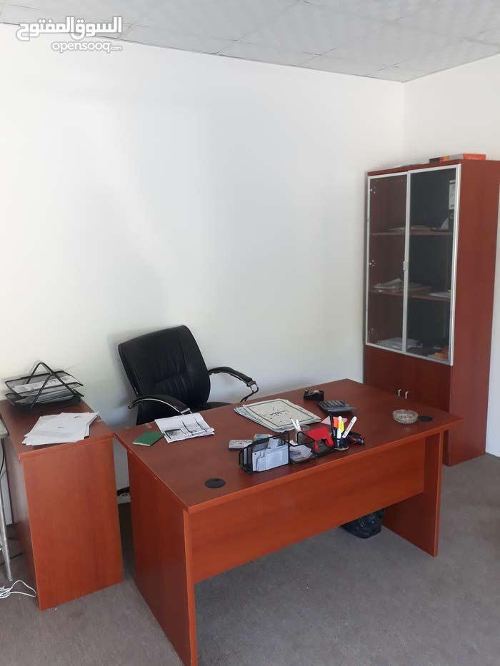 مكتب مستعمل للبيع