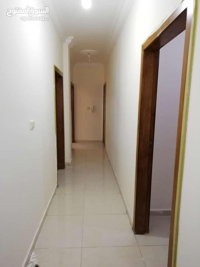 شقة للإيجار فارغة او مفروشة حسب طلب المستأجر.