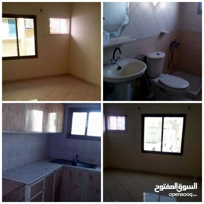 1 hall 2 bedrooms 2 bathrooms 1 kitchen New paint like new  Free maintenance / n