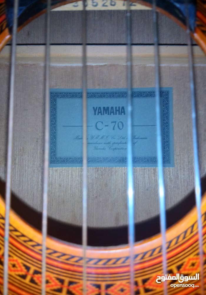 للبيع جيتار نوع ياماها +جيتار كهرباىي مع مكبر صوت مع الاستاندات..