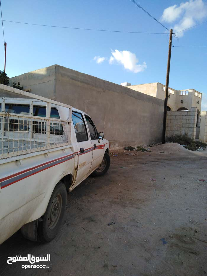 White Toyota Hilux 1995 for sale